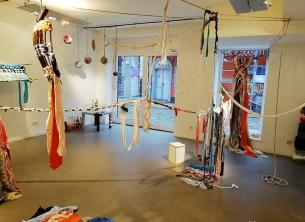 Monumental Weaving, interactive Weaving, upcycling, students, learning